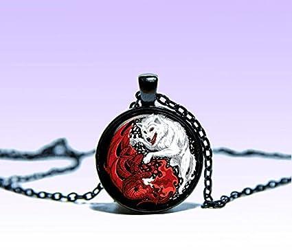 Amazon.com: Yin-Yang de dragón y lobo blanco colgante ...