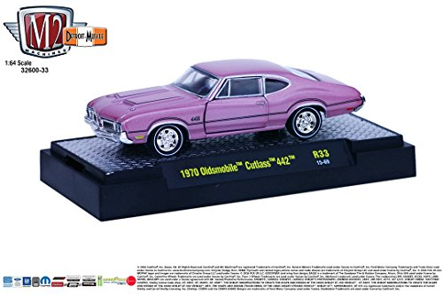 1970 Oldsmobile 442 (1970 OLDSMOBILE CUTLASS 442 * Detroit Muscle Release 33 * M2 Machines 2015 Castline Premium Edition 1:64 Scale Die-Cast Vehicle & Display Case Set ( R33 15-69 ))