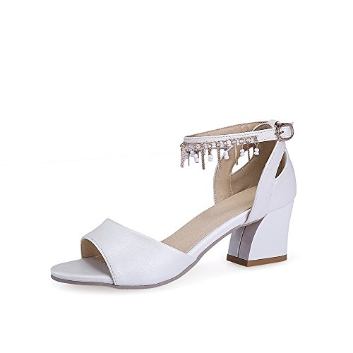 VogueZone009 Women's Solid Blend Materials Kitten-Heels Open Toe Buckle Sandals White IhyL4Wm