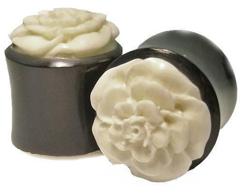 (Pair of 0G 8mm Organic Hand Carved Horn Bone Flower Ear Plugs Gauges)