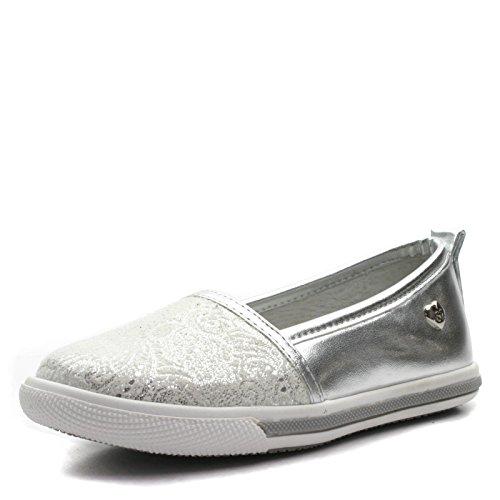 FLAVIA Step2wo Slipon Shoe Flat for Girls in Silver Metalic Lace Print Trim >     > Slip-on Chaussures plates pour les filles en argent métallique imprimé dentelle trim