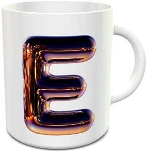 كوب قهوة سيراميك أبيض مع حرف E من الكروم الليلي