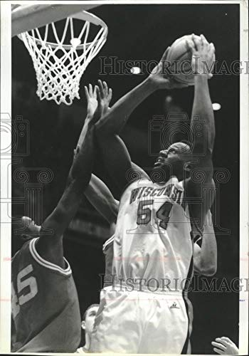 Player Indiana - 1995 Press Photo Wisconsin center Rashard Griffith is fouled by Indiana player.