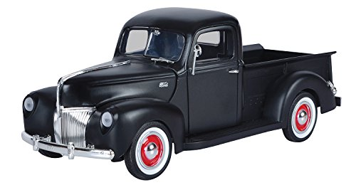 Motormax 1:18 Die-Cast 1940 Ford Pickup(Colors May Vary)