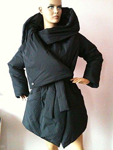 Loose winter collar square down jacket/Atmosphere comfortable and warm asymmetrical wrap overcoat in black. by StudioMariya
