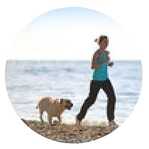 alfombrilla de ratón Mujer que se ejecuta en la playa con el perro. la aptitud del entrenamiento al aire libre. - ronda - 20cm