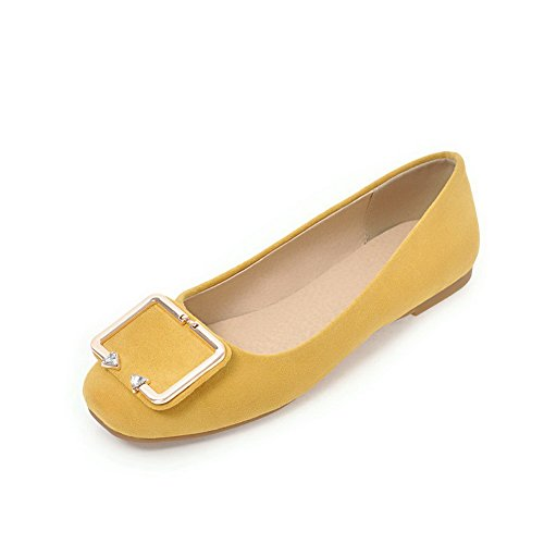 VogueZone009 Women's Pull-On Closed-Toe Low-Heels Patent Leather Soild Pumps-Shoes Yellow xLZvsZ