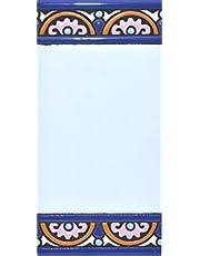 """Borden met cijfers en nummers op veelkleurige keramische tegels. Handgeschilderde koordtechniek voor borden met naam, adressen en wegwijzers. Persoonlijk vormbare tekst. Design ARCO GRANDE 14,9 cm x 7,4 cm (RUM """"WITER"""")."""
