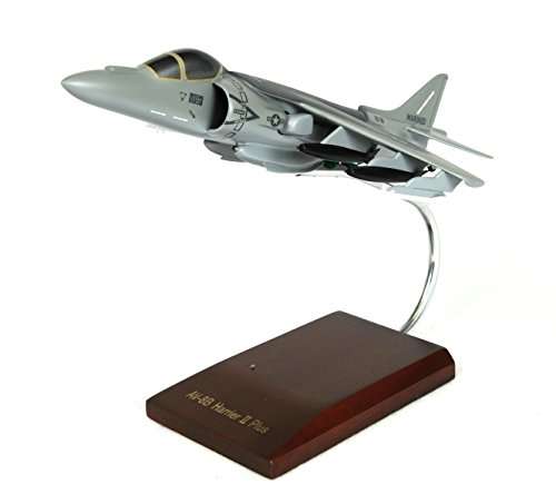 Mastercraft Collection AV-8B Harrier II USMC Model Scale: 1/48 ()
