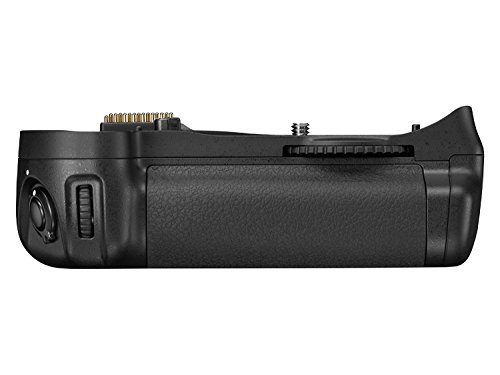 Nikon MB-D10 Multi Power Battery Pack for Nikon D300 & D700 Digital SLR Cameras - Retail Packaging ()