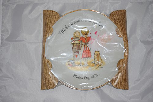 Holly Hobbie Porcelain Plaque Vintage 1973 ;