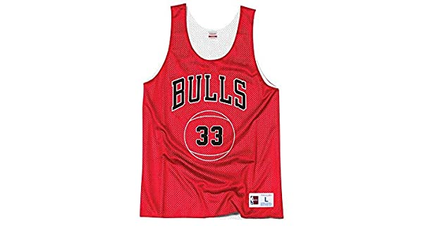 fc6b8104abc95 Amazon.com   Mitchell   Ness Chicago Bulls Scottie Pippen Name Number Reversible  Mesh Tank Top   Sports   Outdoors