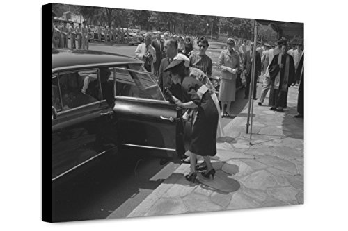 Canvas Print 12x18: Women Getting Into A Car, Probably The Family Of Willard G. Palm, - Va Women Arlington Women To