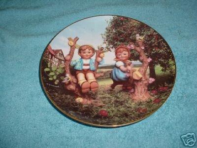 Danbury Mint: M.I. Hummel Apple Tree Boy & Girl Collector Plate - Hummel Danbury Mint