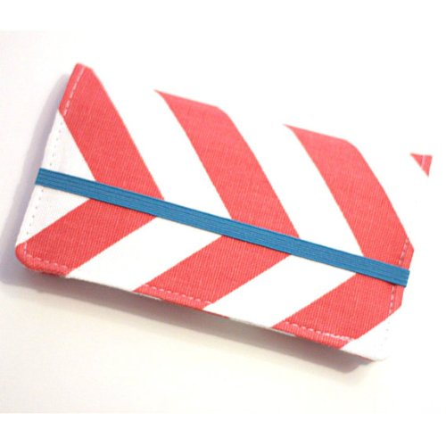 kailo-chic-extra-large-cell-phone-wallet-cw-chevron-with-wrist-strap