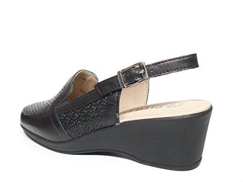 Zapato casual mujer tipo mocasin en piel grabada color negro , abiertos de talon de la marca PITILLOS 272 - 202 negro