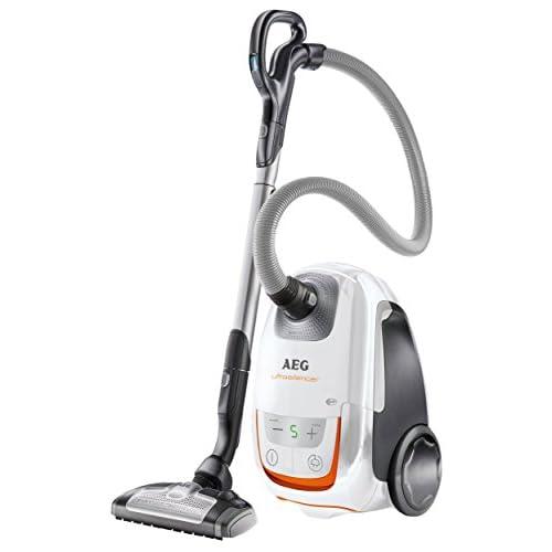 AEG ultraSilencer aUS8230 aspirateur avec sac + accessoires/700 w, mini brosse turbo et sols durs, 12 m-rayon d'action :  filtre lavable allergy plus blanc