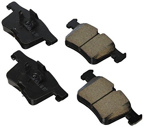 Akebono EUR1561A Ultra premium Brake pad Set ()