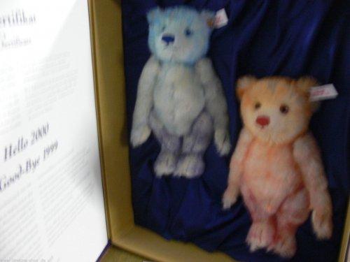 STEIFF HELLO-GOODBYE BEAR. Hello 2000 Good-Bye 1999 Collectible Steiff EAN 67...