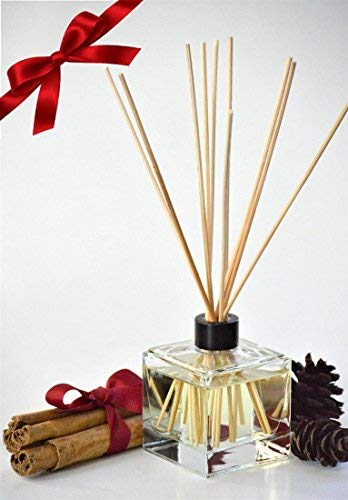 MINX Fragrances Cinnamon Pinecones Oil Reed Diffuser Gift Set with Sticks | Cinnamon Spice & Woodsy Pine | Great Winter Fragrance | Compliments Any Home Decor | Thoughtful Gift!