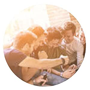 alfombrilla de ratón Grupo de amigos con la tableta digital - ronda - 20cm