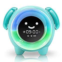 KNGUVTH Alarm Clock for Kids Bedrooms, Children Sleep Training Clock with 7 Changing Colors Teach Girls Boys Time to Wake Up, Night Light Clock with 2400mAh Rechargeable Battery Charging USB (Green)