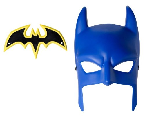 Batman Cowl and Batarang Role Playset]()