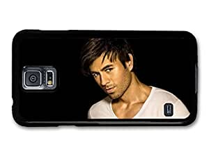 AMAF ? Accessories Enrique Iglesias White T Shirt and Black Background Portrait case for Samsung Galaxy S5