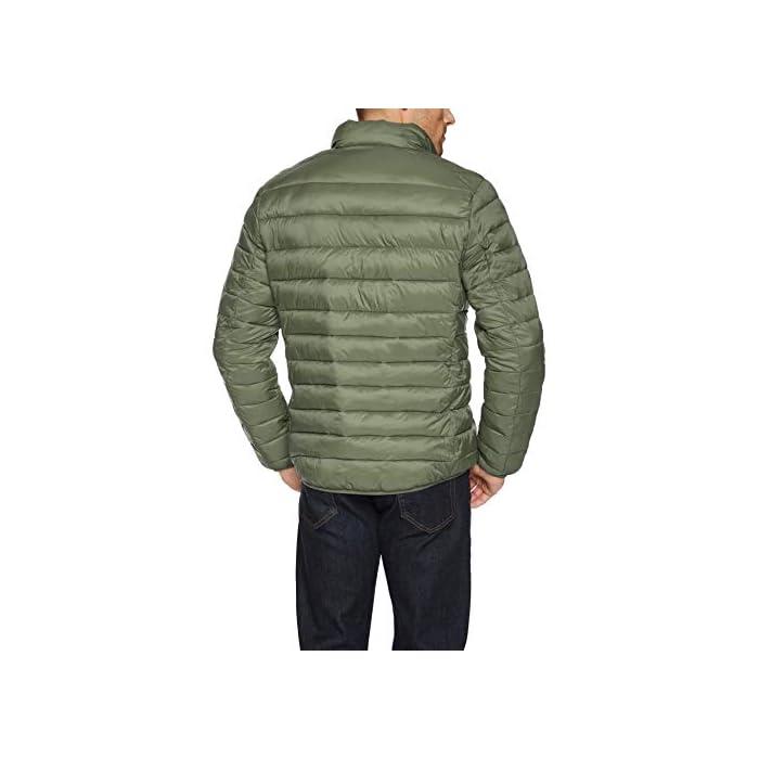 41cnaaqZ70L Vestirse con un clima frío es fácil con esta chaqueta versátil, acolchada, ligera y resistente al agua que cuenta con una cremallera completa frontal y un cuello alto. Cuello alto, bolsillos con cremallera, puños elásticos. Exterior: 100% Nylon; Forro: 100% Nylon; Relleno: 100% Poliéster
