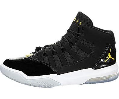 306ad97377a70 Amazon.com | Jordan Max Aura | Basketball