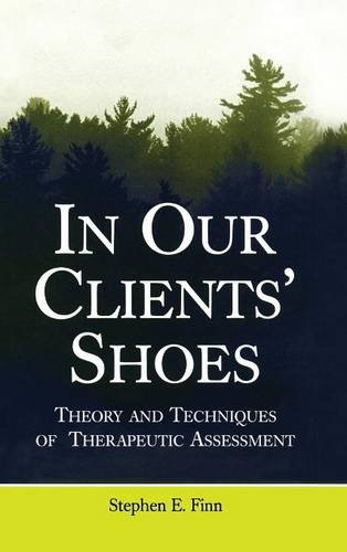 In Our Clients' Shoes: Theory and Techniques of Therapeutic Assessment (Counseling and Psychotherapy) [Stephen E. Finn] (Tapa Dura)