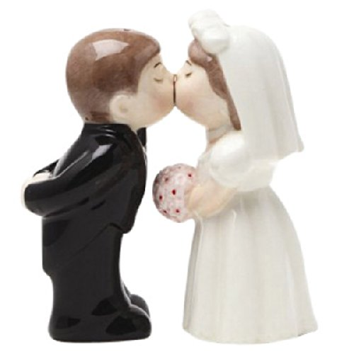 salt and pepper shakers kissing - 6