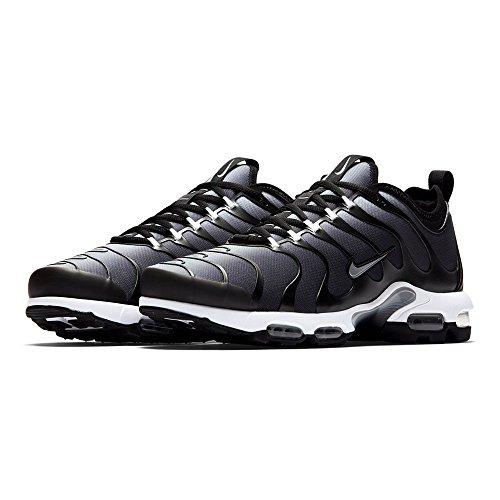 Nike_ Herren Alpha Pro TD Fußballschuh Schwarz Metallic Silber 001