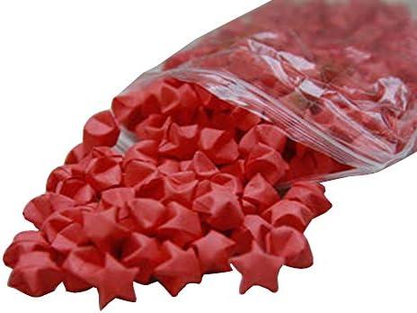 100個のラッキー折り紙スターが完成し、折り畳まれた手作りの願い星、赤
