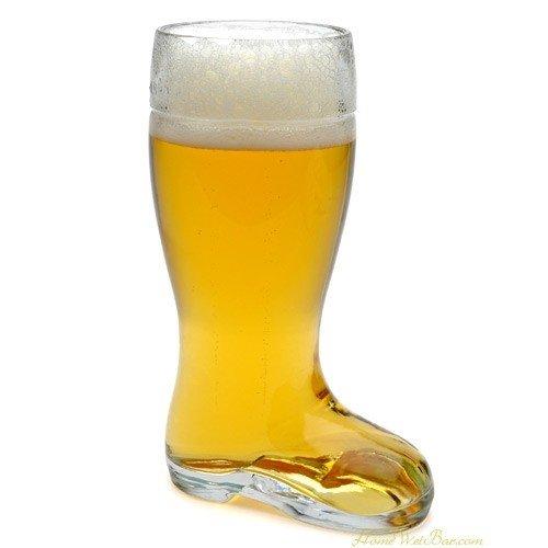 Riesiges Bierglas in Stiefelform