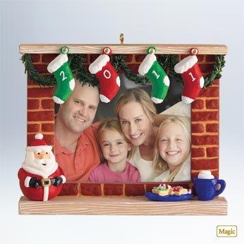 2011 Hallmark A Year to Remember Recordable Photo Holder Keepsake Ornament - QXG3169 ()