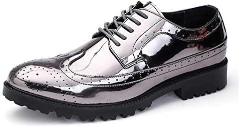 のメンズおしゃれな光沢のあるPUレザーヴァンプは通気性の靴をひもで締めます 快適な男性のために設計