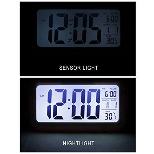 Qsewid 5.3 - Reloj simple de uso silencioso con LED, alarma, indicador de la fecha, sensor de luz + linterna (negro, iluminación de noche): Amazon.es: Hogar
