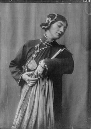 [Photo: Morland,Saxone,Miss,costume,Chee Moo,Yellow jacket,portrait,c,Arnold Genthe,1913] (Costumes Starting C)