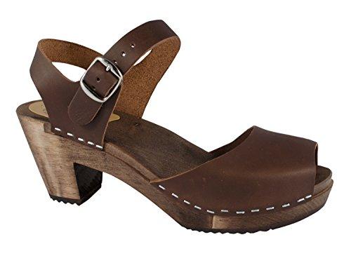 Sabots, sandales en cuir brun huilé