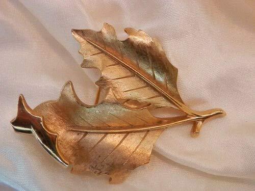 Vintage 1960's Crown Trifari Signed Gold Tone Leaf Brooch - Pretty