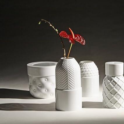 Industreal VASE CAPITONNE vase en porcelaine blanche /émaill/ée