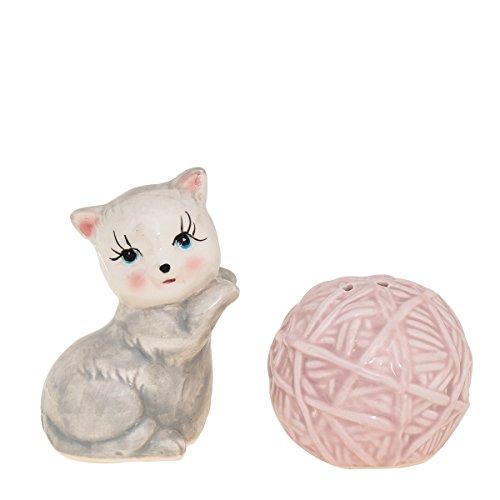 (Kitten & Yarn Salt and Pepper Shaker Set )
