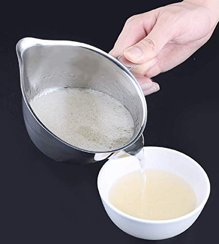 (Momugs Large 2 Cups Oil Fat Gravy Separator Gravy Boat - Made of 304 (18/8) Stainless Steel - Makes Healthier Gravy and Fat Reduction)