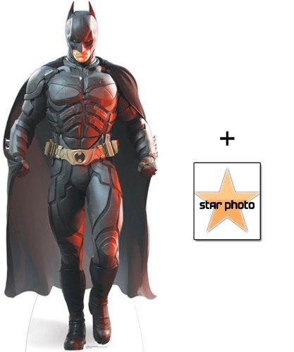 Batman (Christian Bale) Personnage Découpé Dans Du Carton / Silhouette En Carton: Grandeur Nature / Standee / Stand-Up (The Dark Knight Rises) - Avec Star Photo (Dimensions 25x20 Cm) BundleZ-4-FanZ Fan Packs