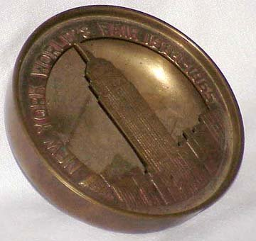 new-york-worlds-fair-1964-1965-brass-ashtray-with-cutout-of-the-empire-state-building