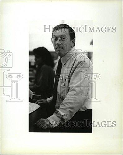 1988 Press Photo Duane Brandenburg  V P  Of Farmers   Merchants Bank   Spa29075