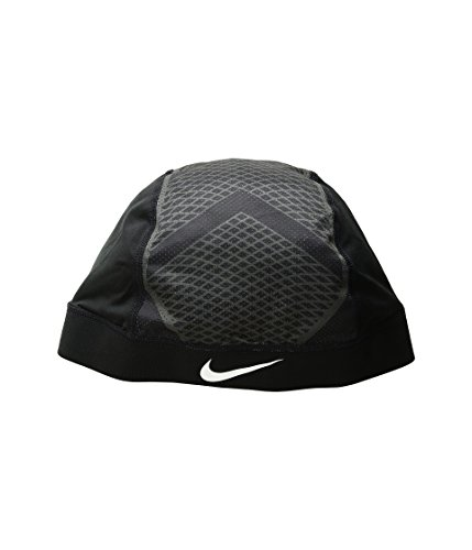 The Nike Pro Hypercool Vapor 4.0 Skull Cap is made with sweat-wicking stretch fabric and mesh panels to help keep you dry and cool.