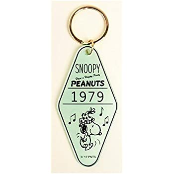 Amazon.com : Peanuts Snoopy Key Chain Charm Hotel Room White ...
