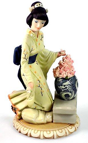- Bren New York Asian Woman and Vase Dear Capodimonte Sculpture Figurine Auro Belcari